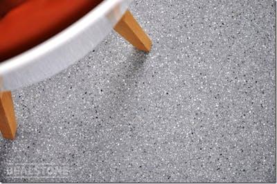 グレー系のビールストンで仕上げた床