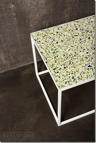 テーブルの天板をホワイト系のビールストンで施工