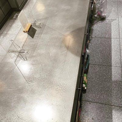 亜鉛仕上げのミダスメタルを使ったテーブル
