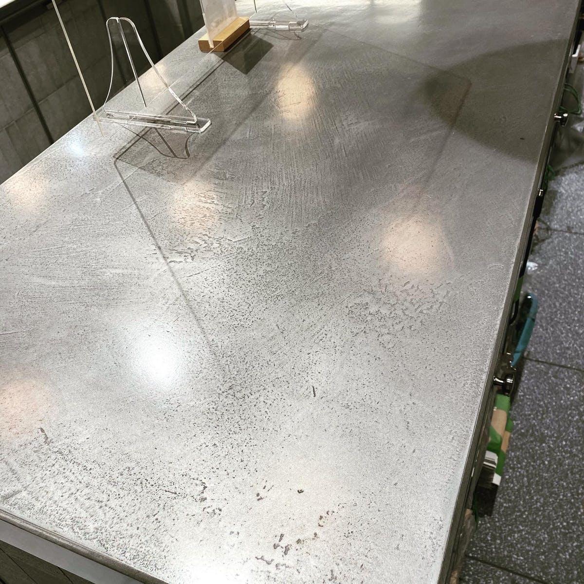 ミダスメタル テーブル